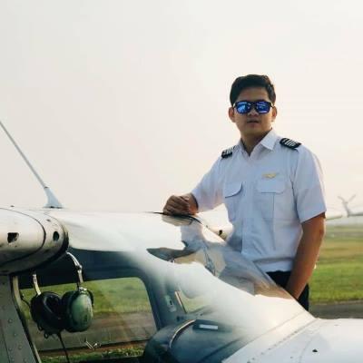 Deraya Flying School Cadet